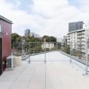 変形地に建つ共同住宅の写真 ペントハウスのテラス