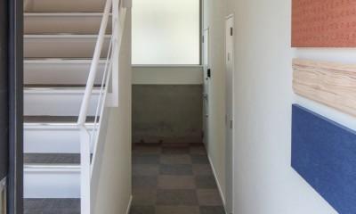 三角形の土地に建つ共同住宅 (意外に人気な屋内共用階段)
