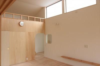 休耕地の家|ロフトタイプの広間1 (休耕地に建つ女性のための住宅)