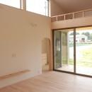 休耕地に建つ女性のための住宅の写真 休耕地の家|ロフトタイプの広間2