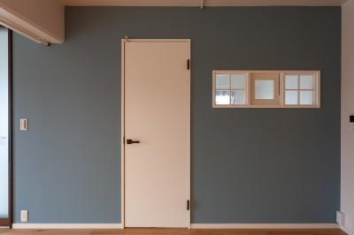 アクセントで黒板塗装 (Simple solid wood)