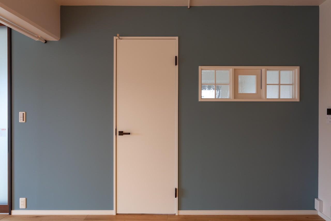リビングダイニング事例:アクセントで黒板塗装(Simple solid wood)