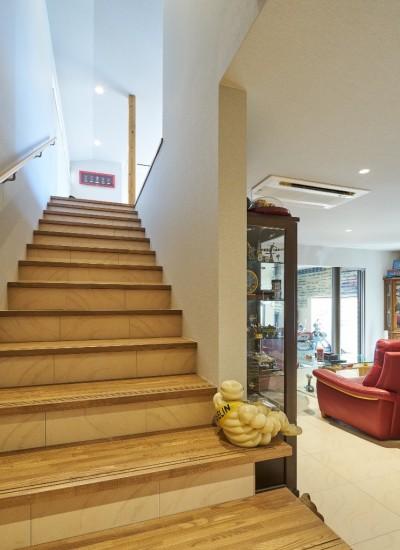 階段 (大きなビルトインガレージのある家 埼玉県所沢市・S邸)