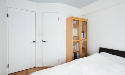 ライフスタイルを見つめたからこそ、シンプルながら趣味を充実させた暮らしを実現。 (寝室)