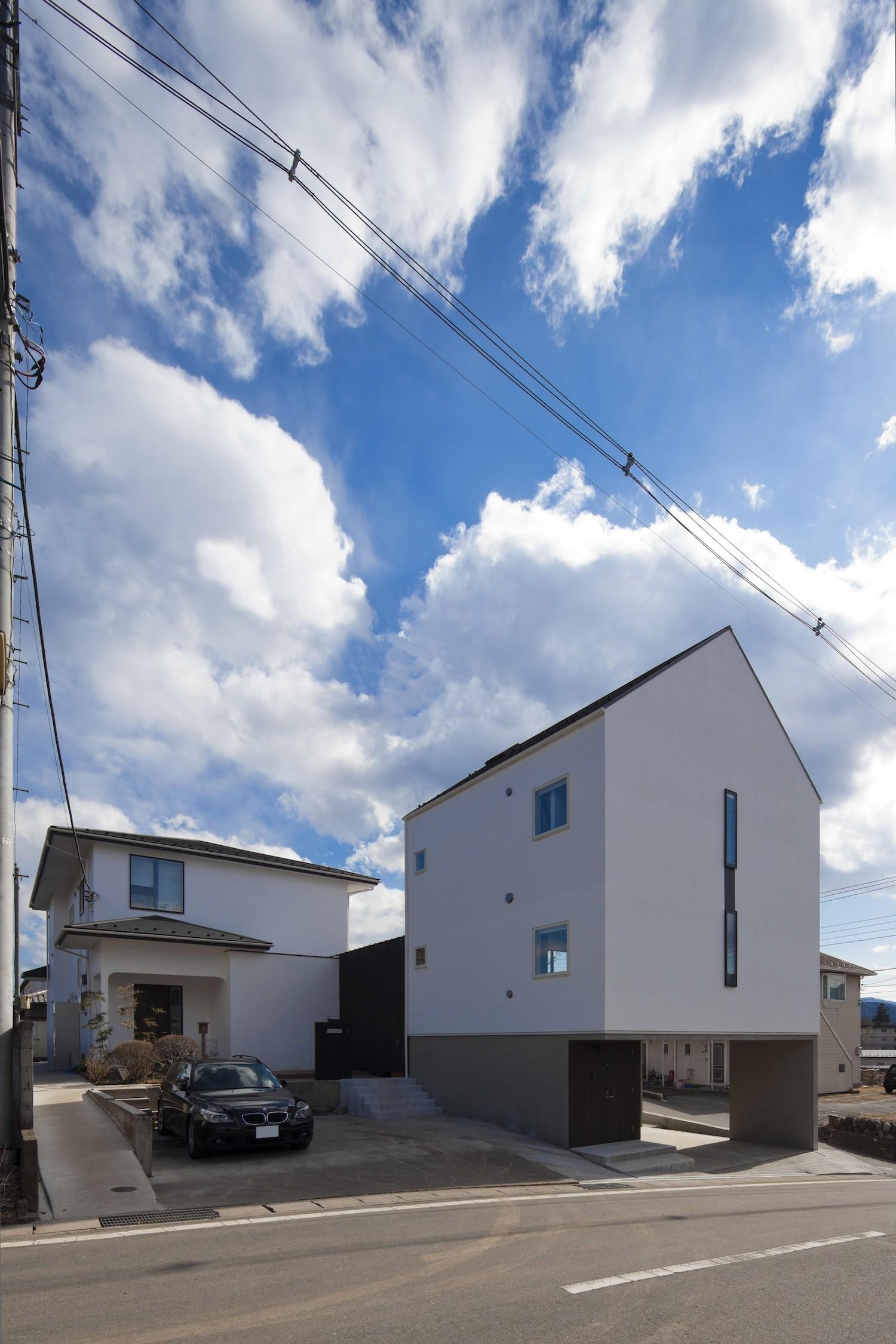外観事例:外観(木造築30年「フルリノベーション+増築」で二世帯住宅に改築 OUCHI-23)