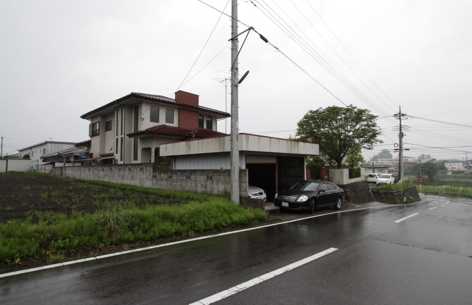 外観事例:リノベーション前の建物(木造築30年「フルリノベーション+増築」で二世帯住宅に改築 OUCHI-23)