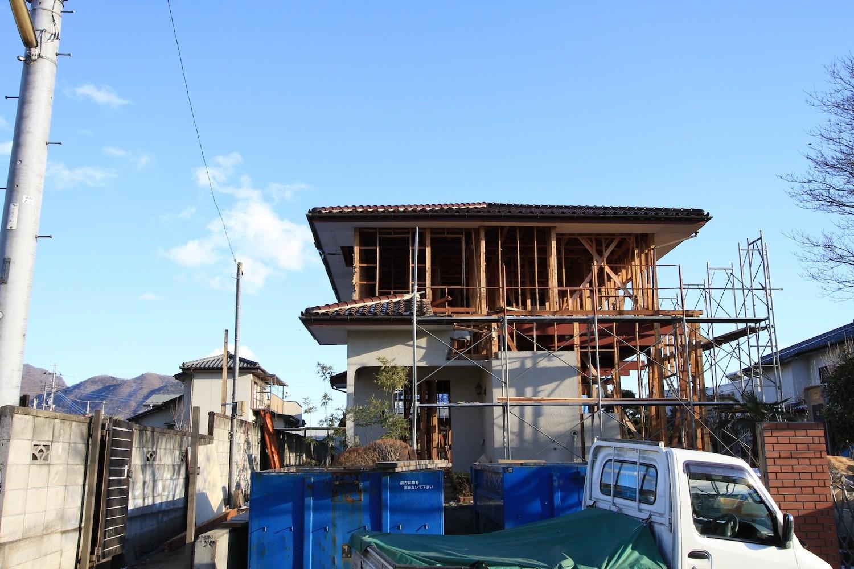 外観事例:スケルトンに解体して耐震補強を行った(木造築30年「フルリノベーション+増築」で二世帯住宅に改築 OUCHI-23)