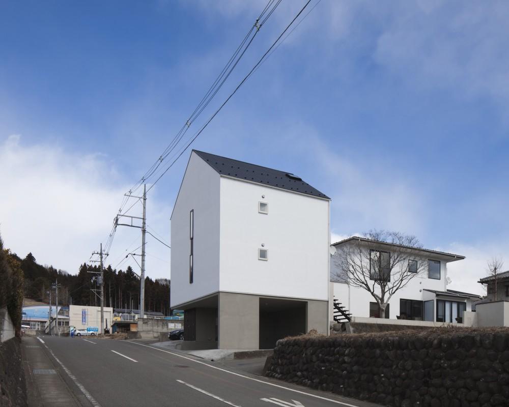 木造築30年「フルリノベーション+増築」で二世帯住宅に改築 OUCHI-23 (左に増築棟、右にリノベーションした母屋)