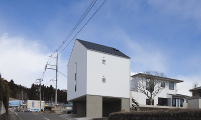 左に増築棟、右にリノベーションした母屋|木造築30年「フルリノベーション+増築」で二世帯住宅に改築 OUCHI-23