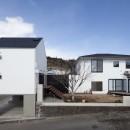 木造築30年「フルリノベーション+増築」で二世帯住宅に改築 OUCHI-23の写真 庭を介してつながる2つのリビング