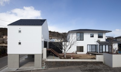 庭を介してつながる2つのリビング|木造築30年「フルリノベーション+増築」で二世帯住宅に改築 OUCHI-23
