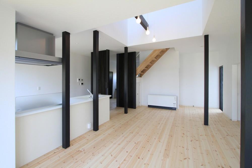 木造築30年「フルリノベーション+増築」で二世帯住宅に改築 OUCHI-23 (リノベーション後の母屋のリビング)