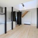 木造築30年「フルリノベーション+増築」で二世帯住宅に改築 OUCHI-23の写真 リノベーション後の母屋のリビング