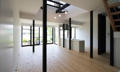 2階床を一部撤去して吹抜を作る|木造築30年「フルリノベーション+増築」で二世帯住宅に改築 OUCHI-23