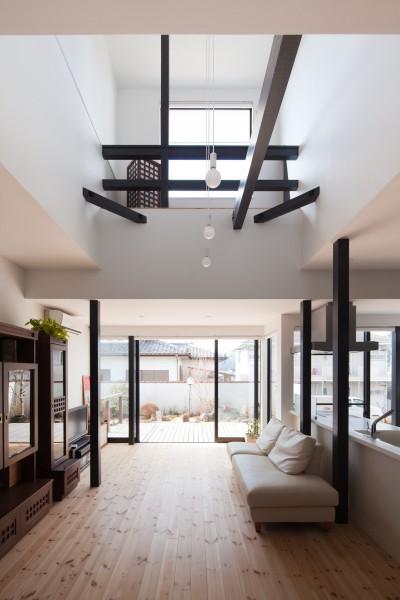 リノベーション後のリビングダイニング (木造築30年「フルリノベーション+増築」で二世帯住宅に改築 OUCHI-23)
