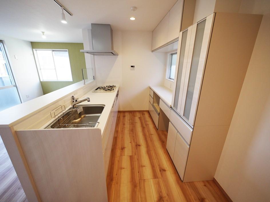 色彩豊かな南欧風の家 (キッチン)