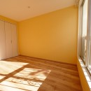 色彩豊かな南欧風の家の写真 洋室