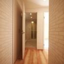 色彩豊かな南欧風の家の写真 廊下
