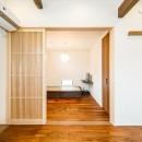 無垢の質感を存分に愉しめる 和モダンの家に「まるごとリフォーム」の写真 【洋室】