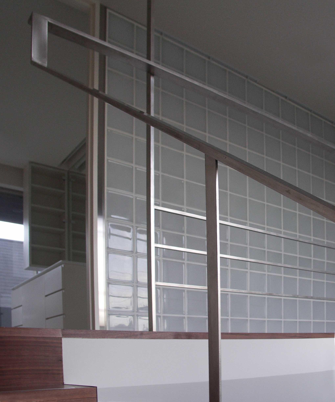 その他事例:階段手摺の詳細(ひばりが丘、RC造としギャラリーを意識した吹抜けのある住まい)