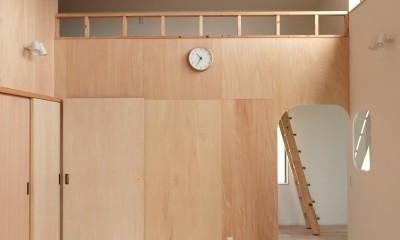 休耕地に建つ女性のための住宅 (休耕地の家 ロフトタイプの広間3)