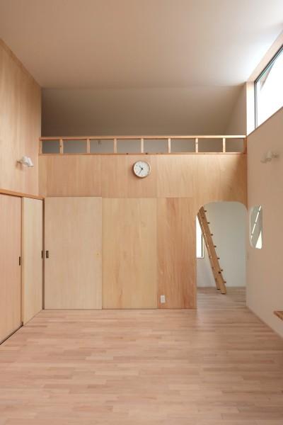 休耕地に建つ女性のための住宅 (休耕地の家|ロフトタイプの広間3)