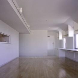 東京中野 ミニマル・シンプルな空間へマンションリノベーション (リビング見返し方向)