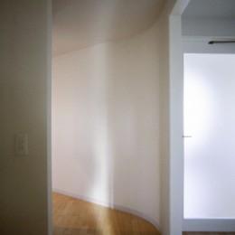 東京中野 ミニマル・シンプルな空間へマンションリノベーション (主寝室入り口)