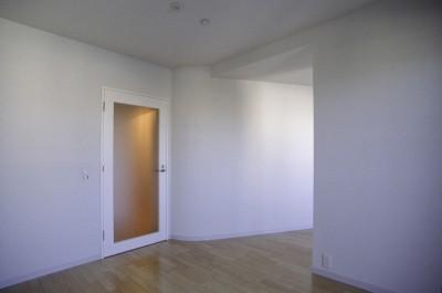 主寝室 (東京中野 ミニマル・シンプルな空間へマンションリノベーション)