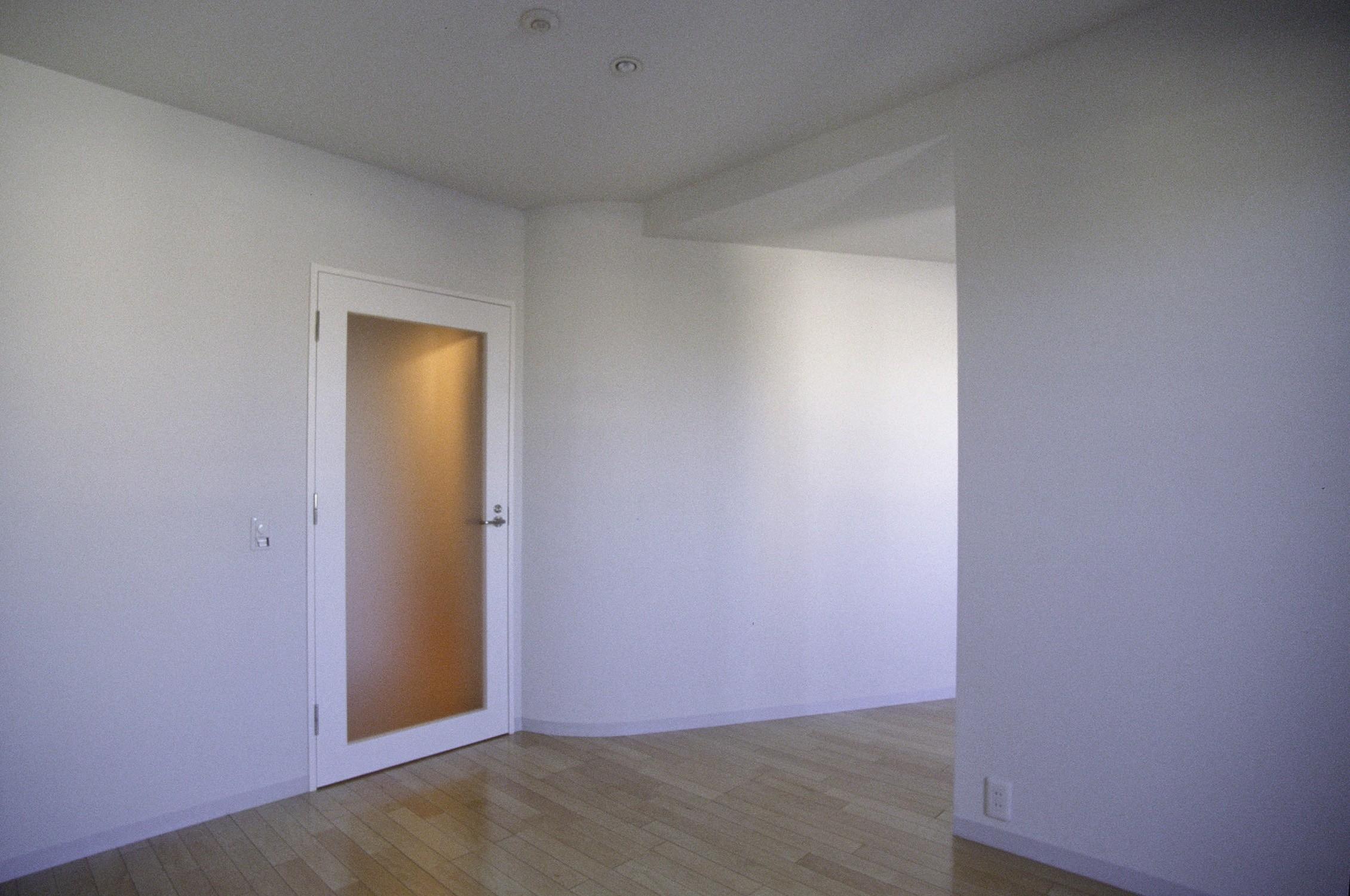 ベッドルーム事例:主寝室(東京中野 ミニマル・シンプルな空間へマンションリノベーション)