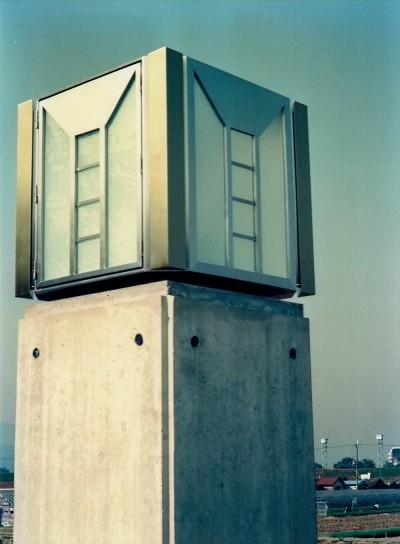 外灯 (オープンテラスがある週末邸宅:コンクリート構造の住宅設計)
