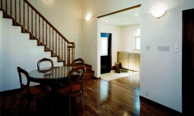 玄関ホール|オープンテラスがある週末邸宅:コンクリート構造の住宅設計