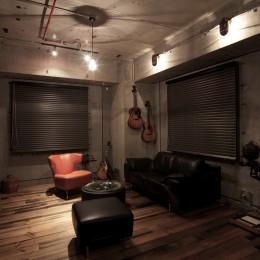黒皮鉄板の家〜鉄板で間仕切り壁をつくる〜