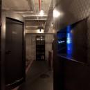 黒皮鉄板の家〜鉄板で間仕切り壁をつくる〜の写真 通路