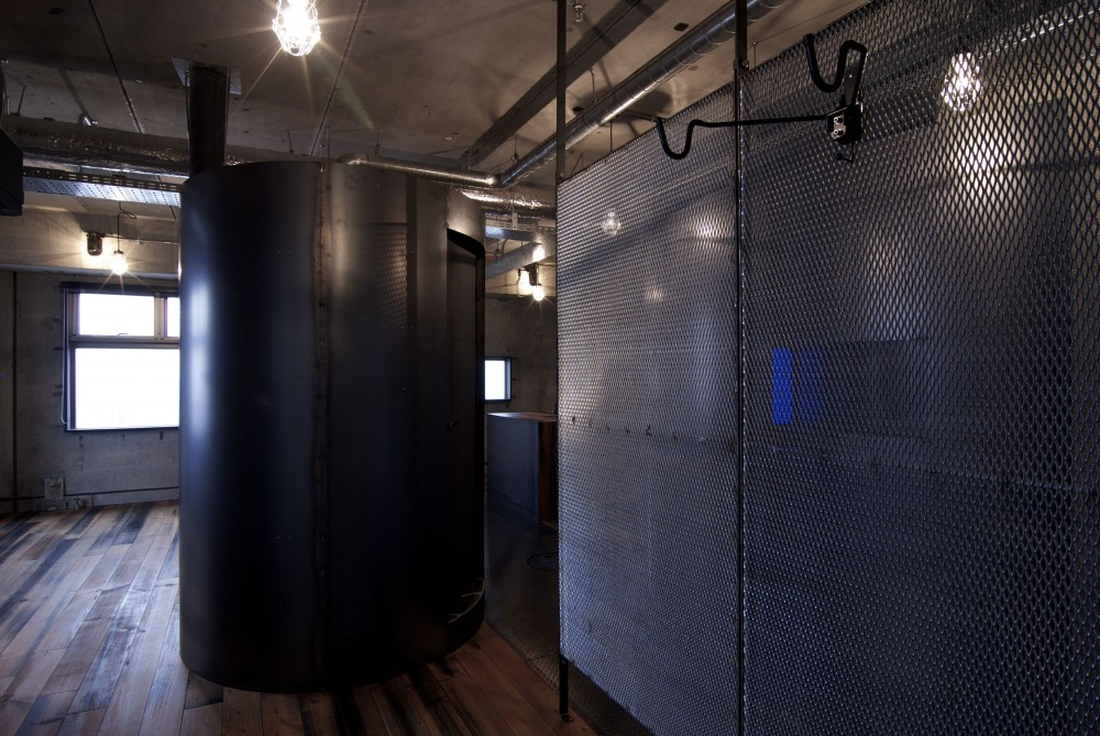 黒皮鉄板の家〜鉄板で間仕切り壁をつくる〜 (space2)