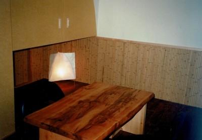 個室 (広く魅せる工夫を凝らす狭小住宅:鉄骨構造の小さい住宅)