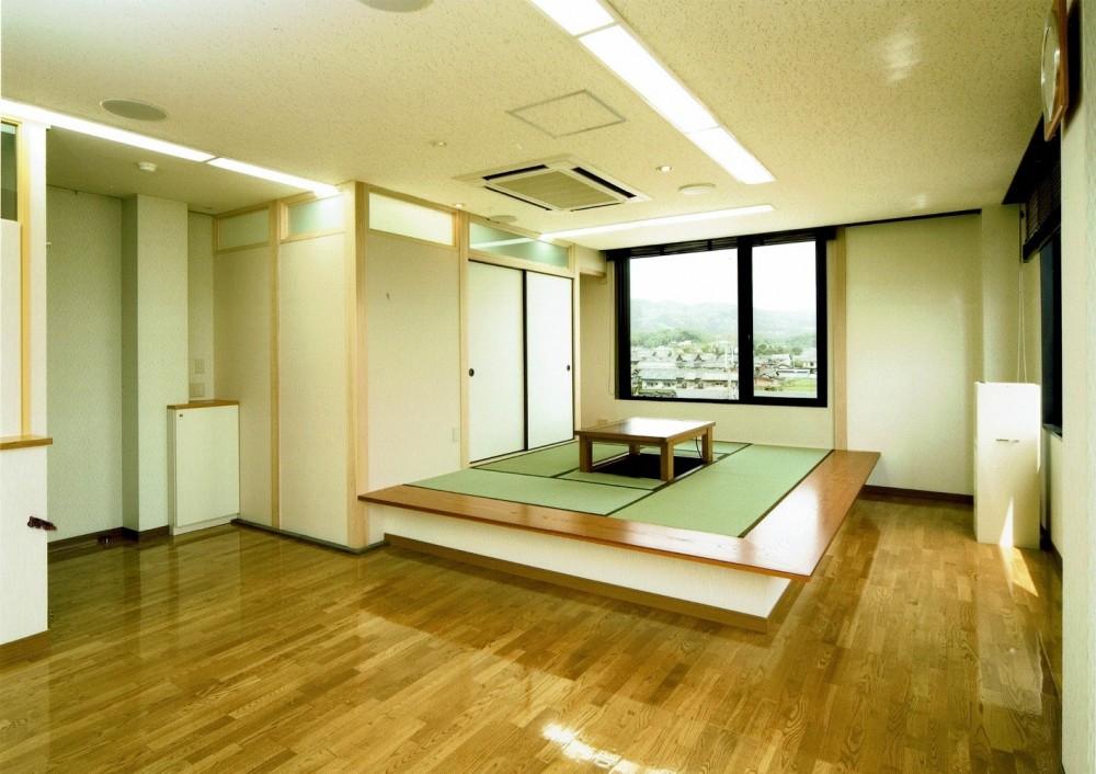 眺望を楽しむ暮らし:ビルのリノベーション (高床式和室)