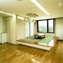 眺望を楽しむ暮らし:ビルのリノベーションの写真 高床式和室