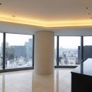 高層階の眺望を楽しむ扇型リビングの家の写真 扇型のLDK