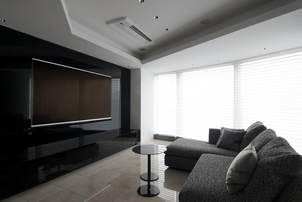 高層階の眺望を楽しむ扇型リビングの家 (リビング)