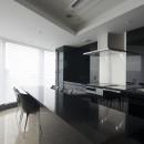 高層階の眺望を楽しむ扇型リビングの家の写真 ダイニング・キッチン