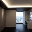 高層階の眺望を楽しむ扇型リビングの家の写真 主寝室