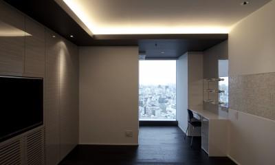 高層階の眺望を楽しむ扇型リビングの家 (主寝室)