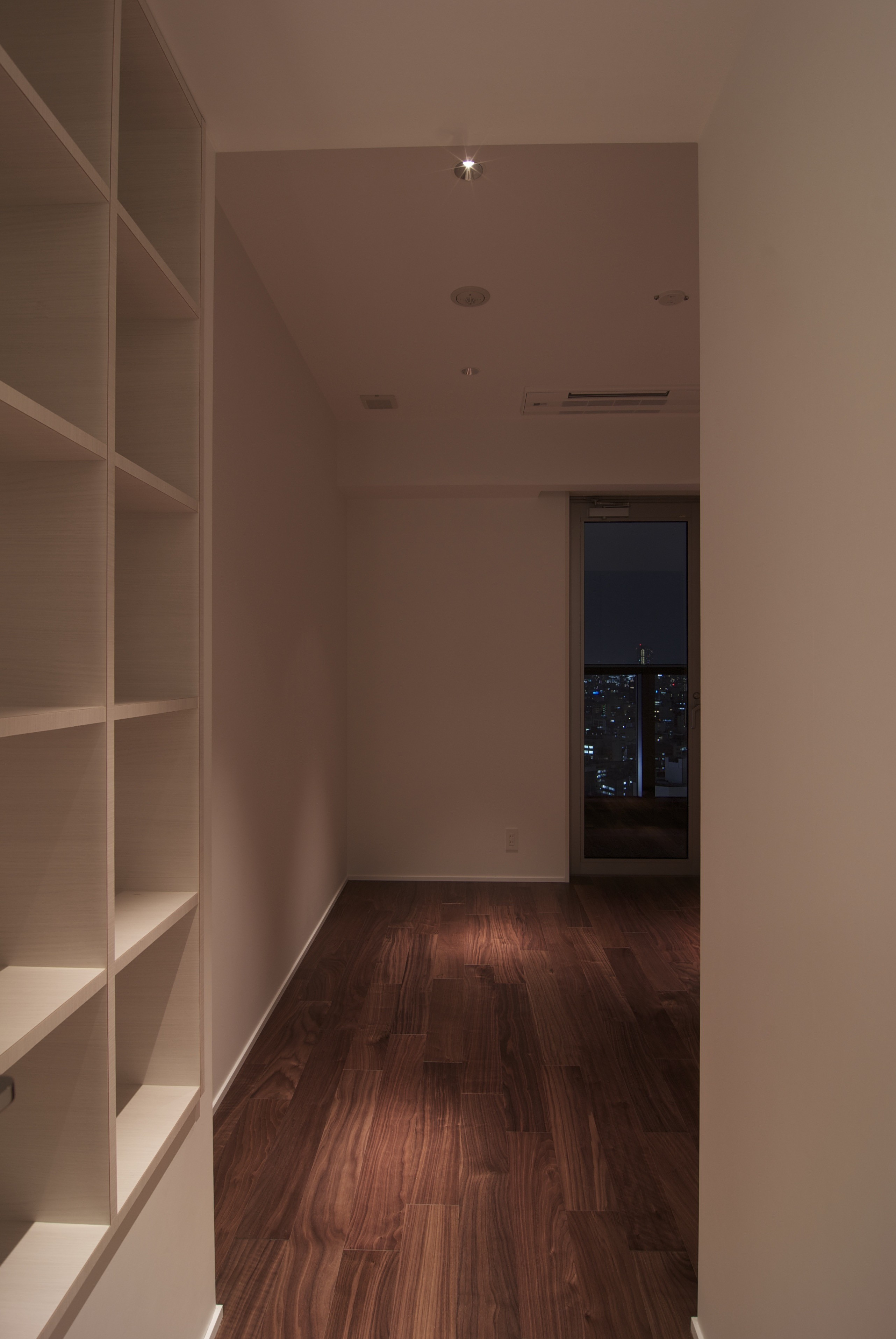 ベッドルーム事例:洋室(高層階の眺望を楽しむ扇型リビングの家)