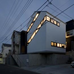 デザイン住宅外観いろいろ (斜め窓の家 OUCHI-06)