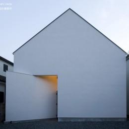 デザイン住宅外観いろいろ (狭小二世帯住宅 ミニマルデザインの家OUCHI-01 夜景)