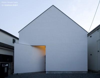 狭小二世帯住宅 ミニマルデザインの家OUCHI-01 夜景 (デザイン住宅外観いろいろ)