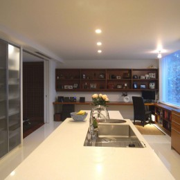 典雅さを目指した広尾の住まい RCビシャン仕上げの外観 シノワズリのインテリア空間 (キッチン)