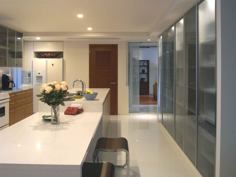 キッチン事例:広尾の住まいキッチン(典雅さを目指した広尾の住まい RCビシャン仕上げの外観 シノワズリのインテリア空間)
