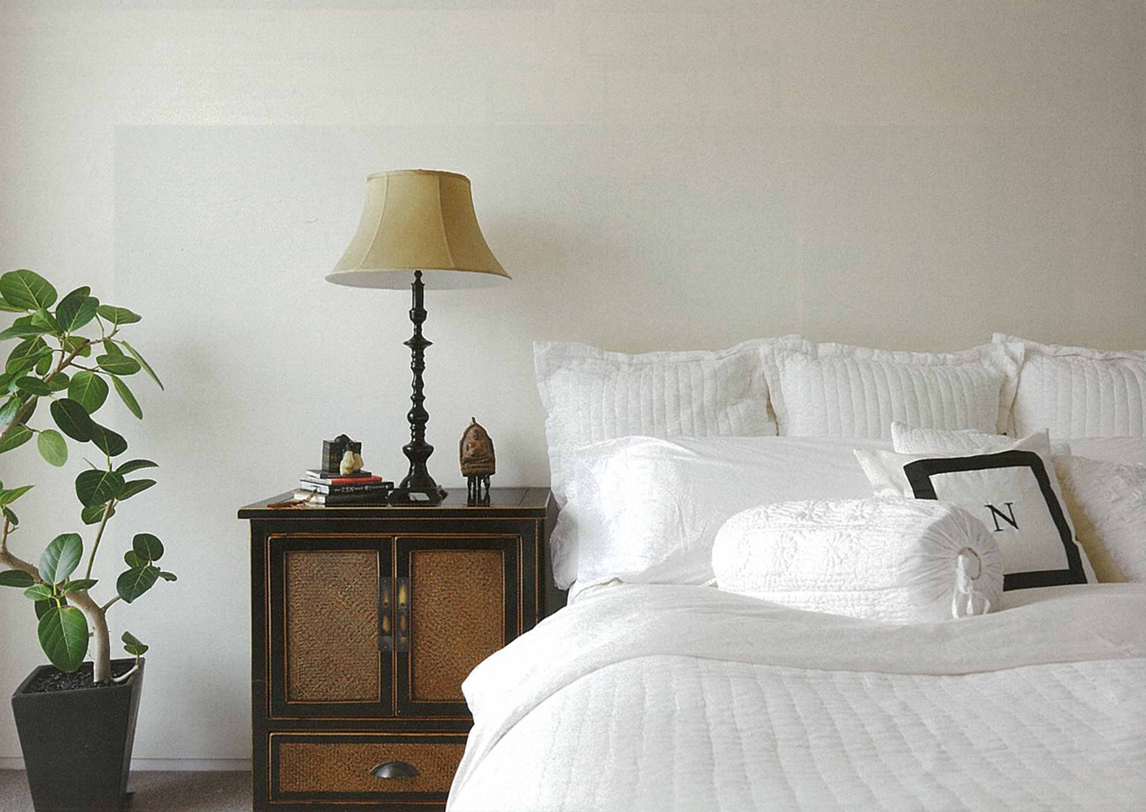 ベッドルーム事例:広尾の住まい主寝室(典雅さを目指した広尾の住まい RCビシャン仕上げの外観 シノワズリのインテリア空間)
